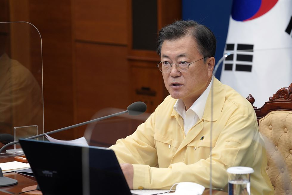 Park Soo-hyun, Cheong Wa Dae's senior secretary for public communication, announces the presidential office's decision that President Moon Jae-in will not visit Japan during the Tokyo Olympics, at the presidential office in Seoul, Monday. Yonhap