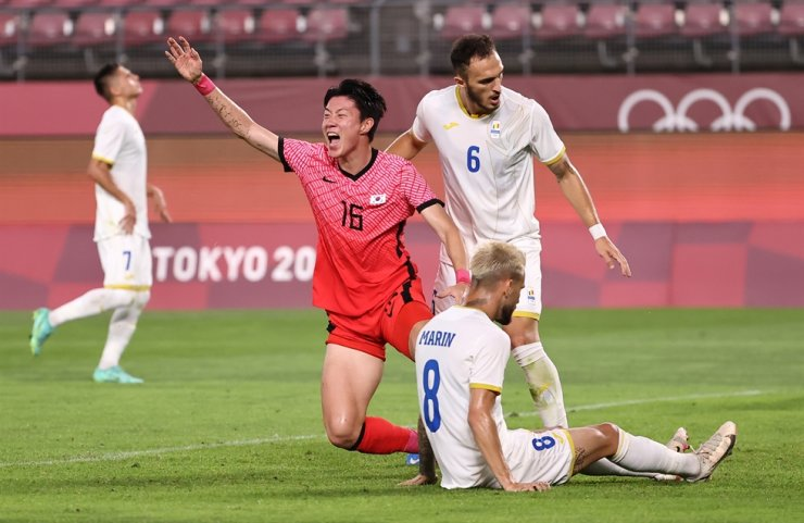 Hwang Ui-jo (16) of the South Korean Olympic football team celebrates after an own goal by Romania's Marius Marin (8) during a men's football match at the 2020 Tokyo Olympics in Kashima, Japan, Sunday. Yonhap
