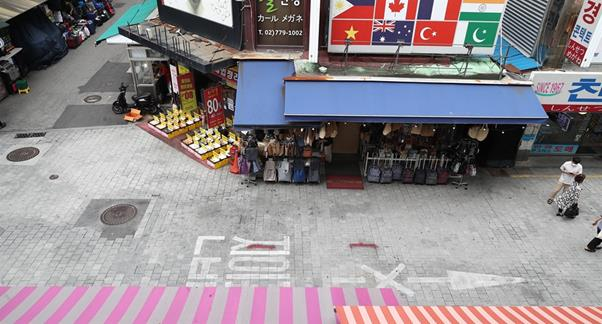 A street in Hongdae, usually one of the busiest areas in Seoul, is nearly empty, July 12, after the highest-level distancing rules came into force in the Seoul metropolitan area for two weeks. Yonhap