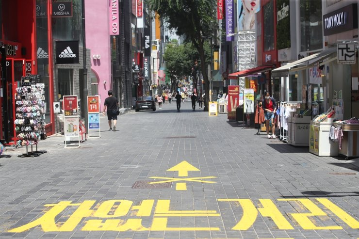 A street in Myeongdong, a shopping district in Seoul, is almost empty, Sunday, amid the toughest Level 4 social distancing measures imposed in the greater Seoul area. Yonhap