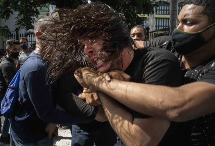 Plainclothes police detain an anti-government protester during a demonstration over high prices, food shortages and power outages in Havana, Cuba, July 11. AP-Yonhap