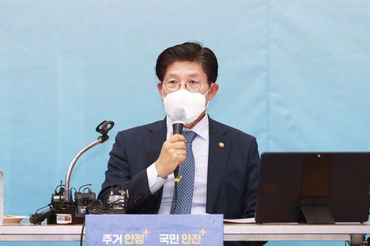 Transport Minister Noh Hyeong-ouk speaks during a press conference held at the government complex in Sejong City, Monday. Courtesy of Ministry of Land, Infrastructure and Transport