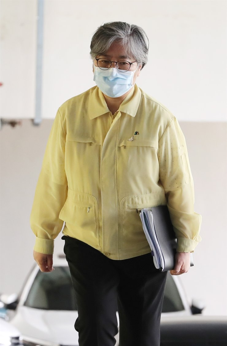 Korea Disease Control and Prevention Agency (KDCA) Commissioner Jeong Eun-kyeong heads to brief on vaccination reservation service at the KDCA headquarters in Osong, North Chungcheong Province, Wednesday. Yonhap