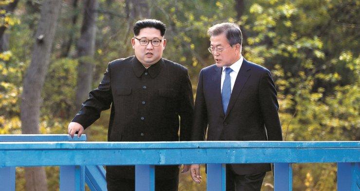 President Moon Jae-in and North Korean leader Kim Jong-un / Korea Times file