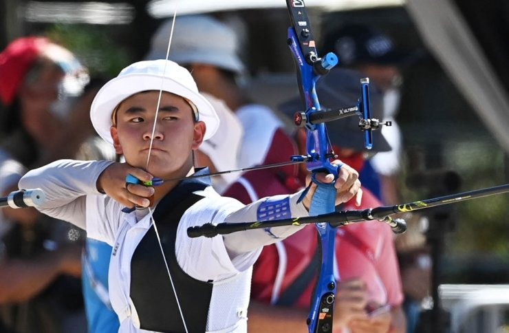 Archer Kim Je-deok aims an arrow with his bow made of graphene during the individual event at Yumenoshima Park in Tokyo, during the Tokyo Olympics, July 23. Joint Press Corps.