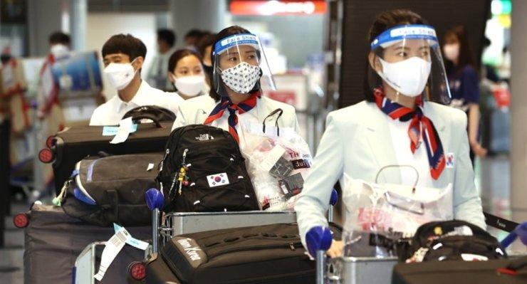 Korea's Olympic delegation arrives at Narita International Airport in Japan, July 19. Yonhap