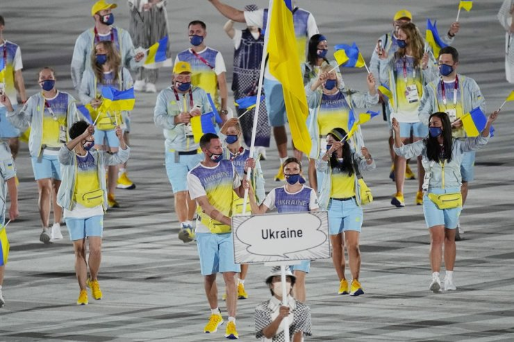 Olena Kostevych and Bogdan Nikishin, of Ukraine, carry their country's flag during the opening ceremony in the Olympic Stadium at the 2020 Summer Olympics, Friday, in Tokyo. AP-Yonhap