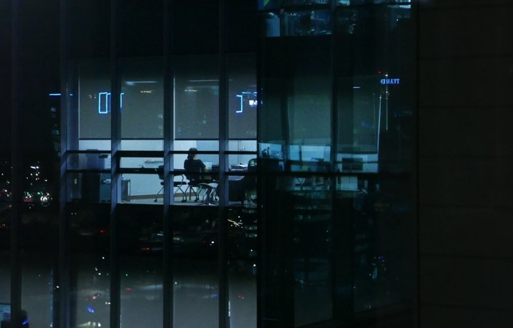 An IT company employee works in an office in Pangyo at around 10 pm, July 9, 2021. Korea Times photo by Lee Hae-rin