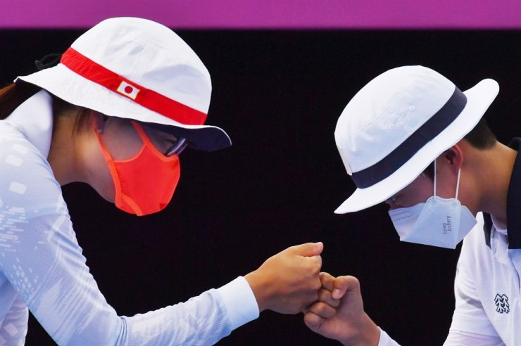 Ren Hayakawa of Japan, left, and An San of South Korea bump fists. Reuters-Yonhap