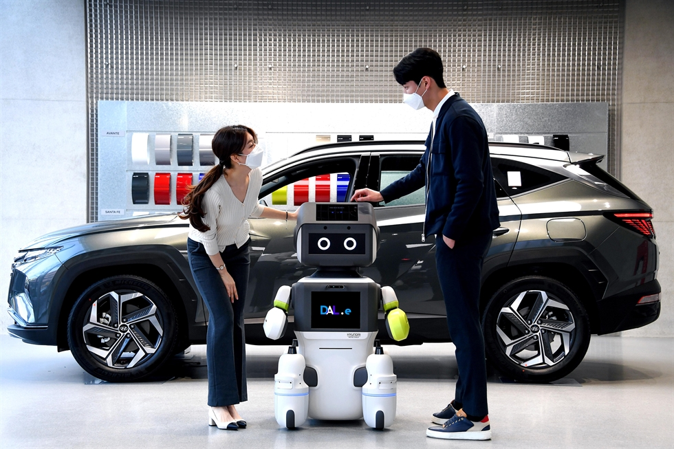 A four-wheel robot produced by LG Electronics that can travel over rough terrain, and therefore can be used in both indoor and outdoor environments, is shown in this July 13 photo. Courtesy of LG Electronics