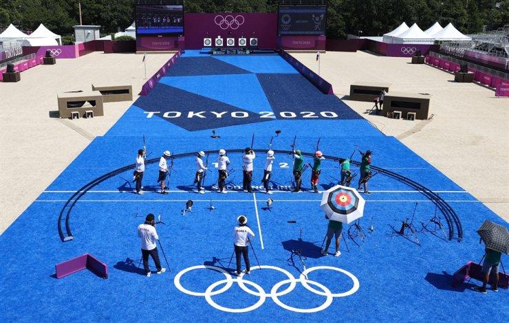 Korean archers train for the Tokyo Olympics at Yumenoshima Archery Field in Tokyo on July 21. Yonhap
