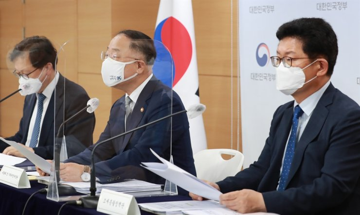 Deputy Prime Minister and Finance Minister Hong Nam-ki, center, speaks during a press briefing at the Sejong Government Complex, July 23. Courtesy of Ministry of Economy and Finance