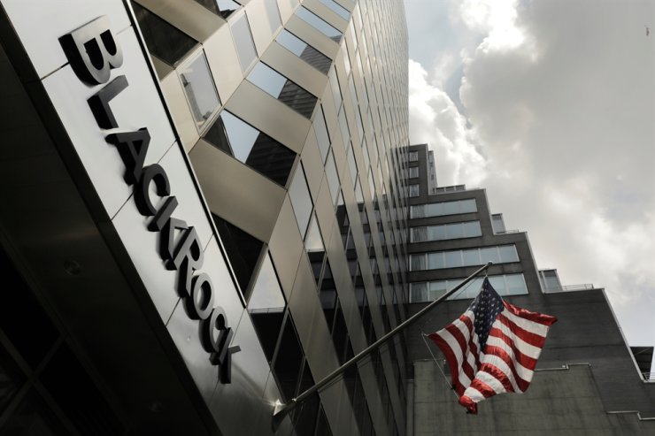 A sign for BlackRock hangs above its building in New York in this July 2018 file photo. Reuters-Yonhap