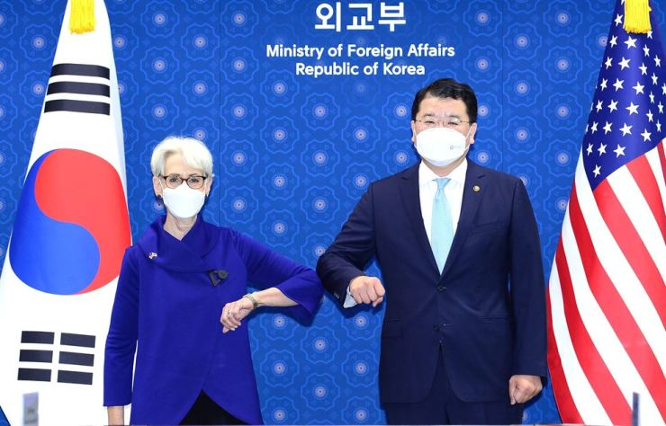 U.S. Deputy Secretary of State Wendy Sherman bumps elbows with South Korean First Vice Foreign Minister Choi Jong-kun prior to their talks at the foreign ministry building in central Seoul, Friday. Courtesy of Ministry of Foreign Affairs