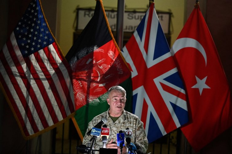 Head of the U.S. Central Command, General Kenneth McKenzie, speaks during a press conference at the former Resolute Support headquarters in the U.S. embassy compound in Kabul, July 25. AFP-Yonhap