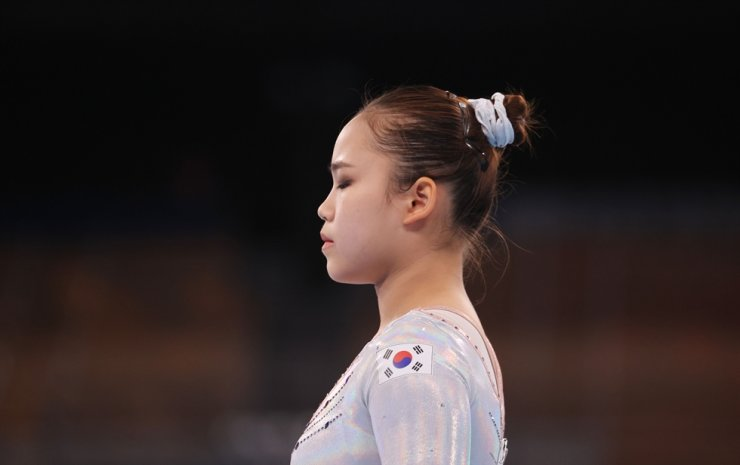 Gymnast Yeo Seo-jeong takes a deep breath ahead of her beam event at Ariake Gymnastics Centre, Sunday. Yonhap