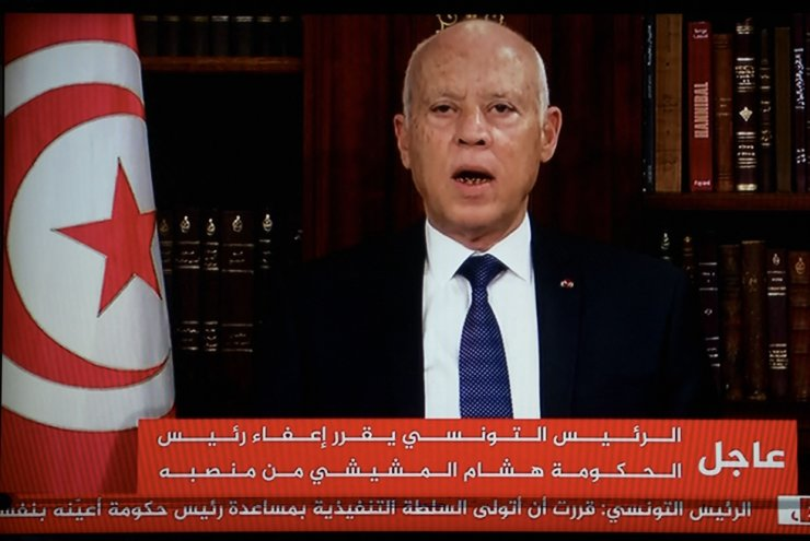 In a photo taken from the television station, Tunisia's President Kais Saied announces the dissolution of parliament and Prime Minister Mechichi's government, July 25. AFP-Yonhap