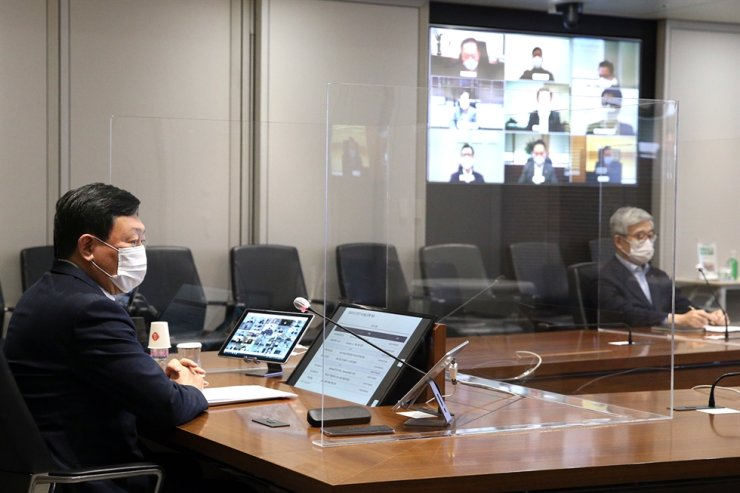 Lotte Group Chairman Shin Dong-bin participates in an online presidential meeting held at company headquarters in Seoul on Jan. 13. Yonhap
