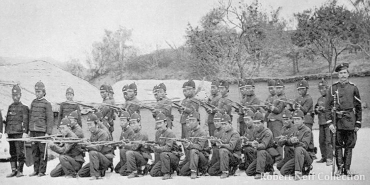 Russian military instructors with Korean soldiers in the late 1890s / Robert Neff Collection