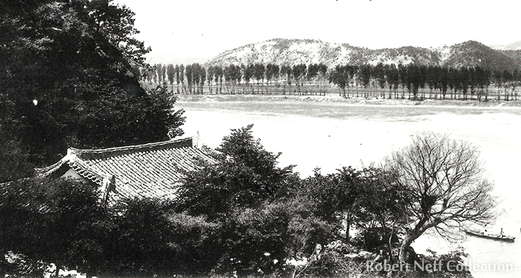 The Geumgang (Silk River) from the walls of the mountain fortress in Gongju in 2017. Robert Neff Collection
