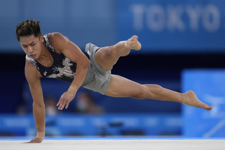 Gymnast Yul Moldauer of the U.S. performs on the floor exercise during the artistic gymnastics men's apparatus final at Ariake Gymnastics Centre in Tokyo, Sunday. AP