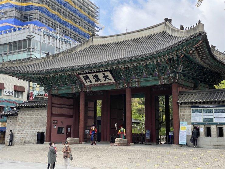 Daehanmun, the main gate of Deoksu Palace / Courtesy of Steven L. Shields