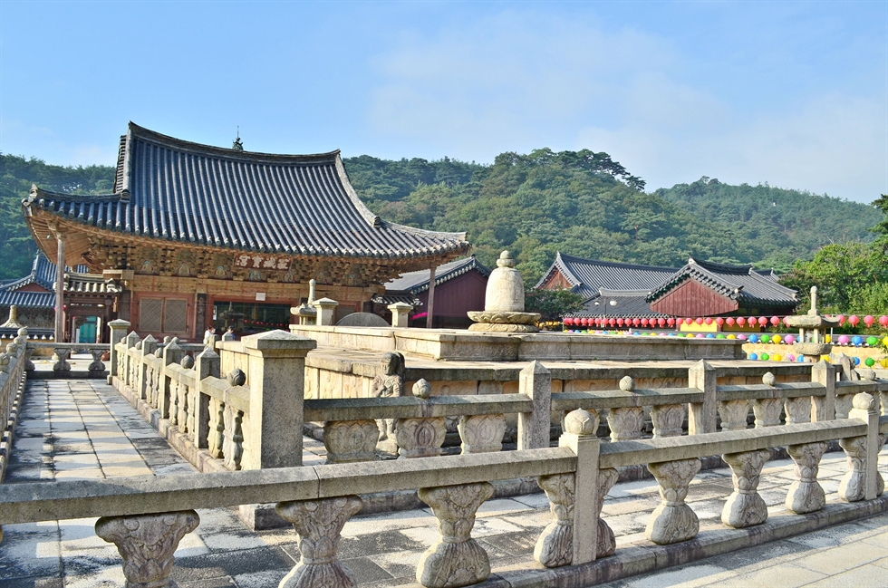 Behind Gwaneumjeon (the Hall of Avalokitesvara) at Tongdo Temple / Courtesy of Dale Quarrington