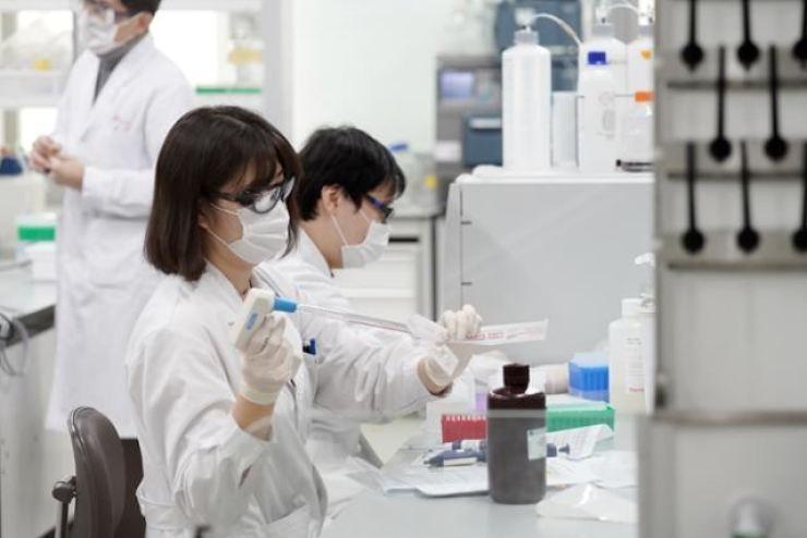 Researchers work on vaccine development at SK Bioscience's lab in Seongnam, Gyeonggi Province, last October. Courtesy of SK Bioscience