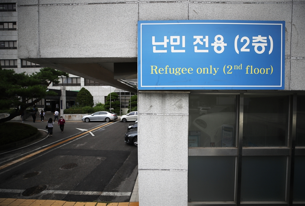 Family members of Afghans who helped the Korean government's activities in their country arrive at Incheon International Airport, Thursday. A total of 377 Afghans, out of 390 to be airlifted, arrived in South Korea on Thursday as part of Seoul's efforts to evacuate locals who worked at Korea's embassy and other government facilities in the war-torn nation, as well as their families. Korea Times photo by Shim Hyun-chul