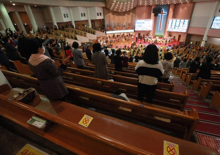 In this April 4 file photo, Easter worship service is going on at Yoido Full Gospel Church in Seoul. Yonhap