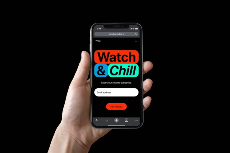 A view of a smartphone playing the art streaming service 'Watch and Chill' / Courtesy of the MMCA