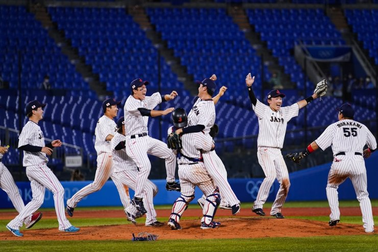 Team Japan celebrate after its gold medal winning baseball game against the United States at the 2020 Summer Olympics in Yokohama, Japan, Aug. 7. AP-Yonhap