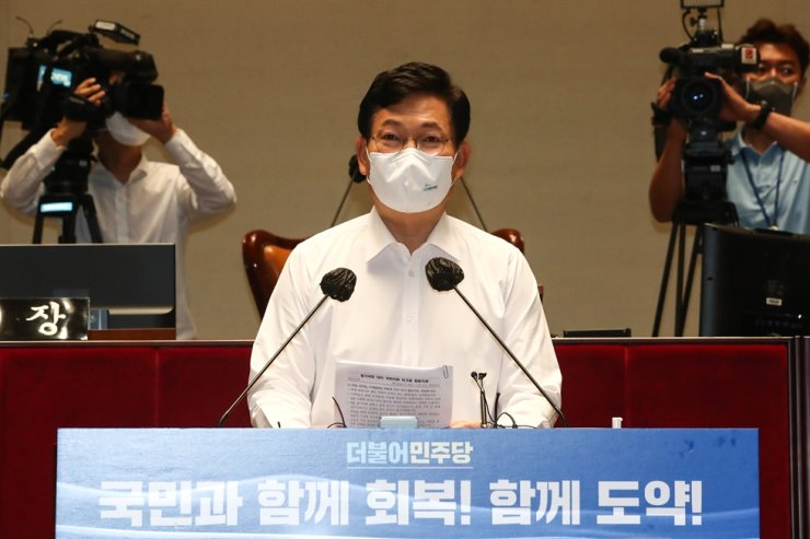Ruling Democratic Party of Korea Chairman Rep. Song Young-gil speaks during the party's seminar at the National Assembly in Seoul, Thursday. Yonhap
