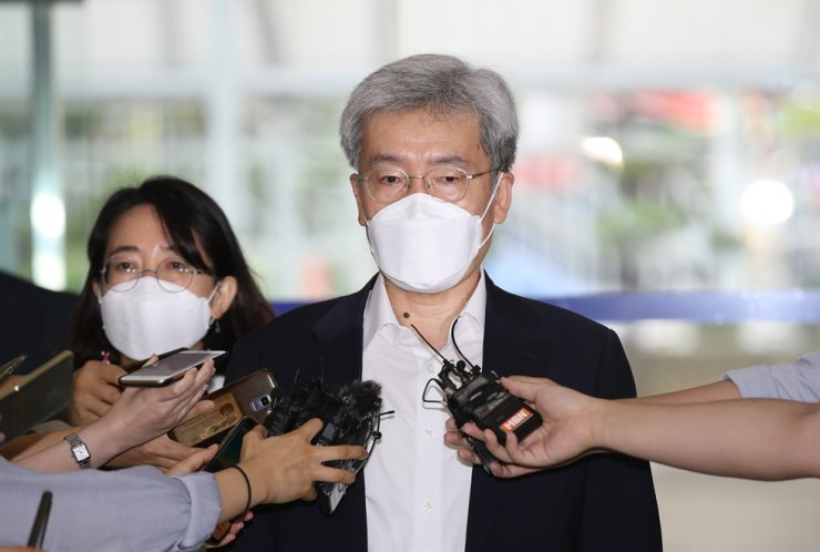 In this Aug. 6 file photo, Koh Seung-beom, the nominee for the Financial Service Commission (FSC), speaks to reporters as he arrives at his temporary office in Seoul. Yonhap