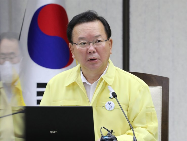 Prime Minister Kim Boo-kyum speaks at the government meeting over COVID-19 at Sejong Government Complex in Sejong City, Aug. 3. Yonhap