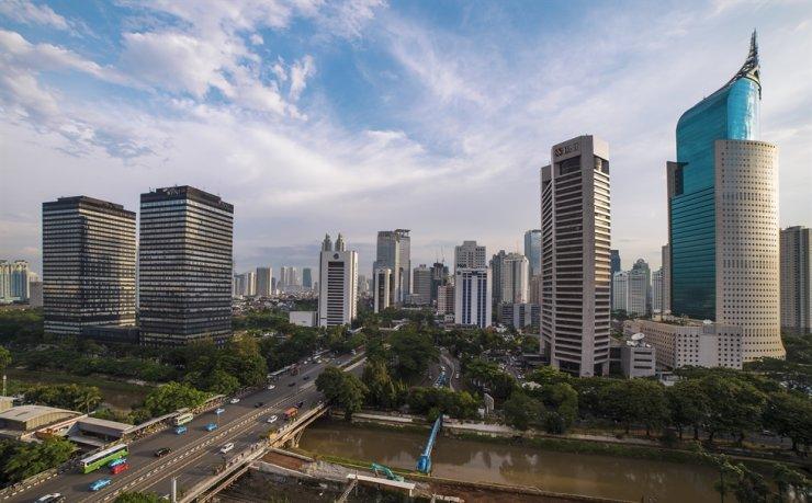 볼 수있는 것은 인도네시아 자카르타의 중앙 비즈니스 지구 항공 사진입니다.  gettyimagesbank