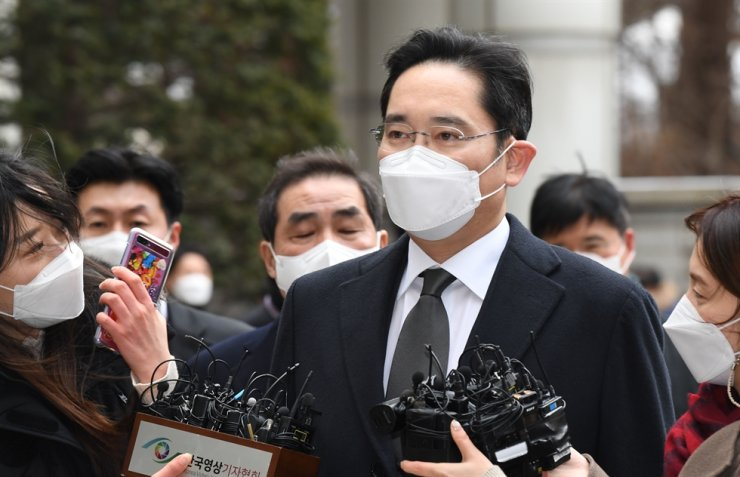 Samsung Electronics Vice Chairman Lee Jae-yong shows up for a hearing in his appeal against a bribery conviction involving former President Park Geun-hye in this photo taken in January. The Ministry of Justice announced Monday Lee will be released on parole Friday. Korea Times file