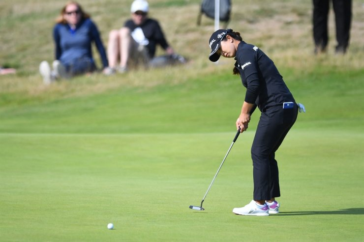 Kim Sei-young putts on the 17th green on day two of the 45th AIG Women's Open at Carnoustie, Scotland, Aug. 20. AFP-Yonhap