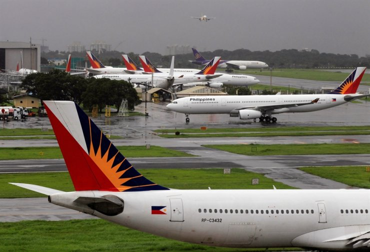 Philippine Airlines planes are seen parked on tarmac in Manila International Airport in Pasay city, metro Manila, Sept. 9, 2014. The company said Sept. 4 that it has filed for Chapter 11 bankruptcy in the United States which will allow the airline to restructure and reorganize its finances impacted by COVID-19 crisis. Reuters-Yonhap