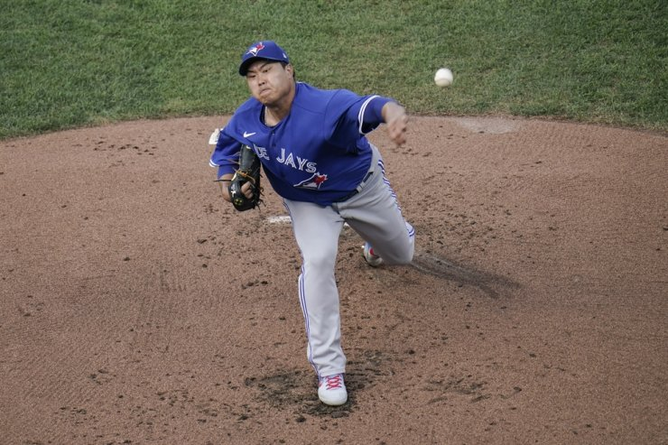 Toronto Blue Jays starting pitcher Ryu Hyun-jin throws a pitch to the Baltimore Orioles during the first inning of the first game of a baseball doubleheader in Baltimore, Sept. 11. AP-Yonhap