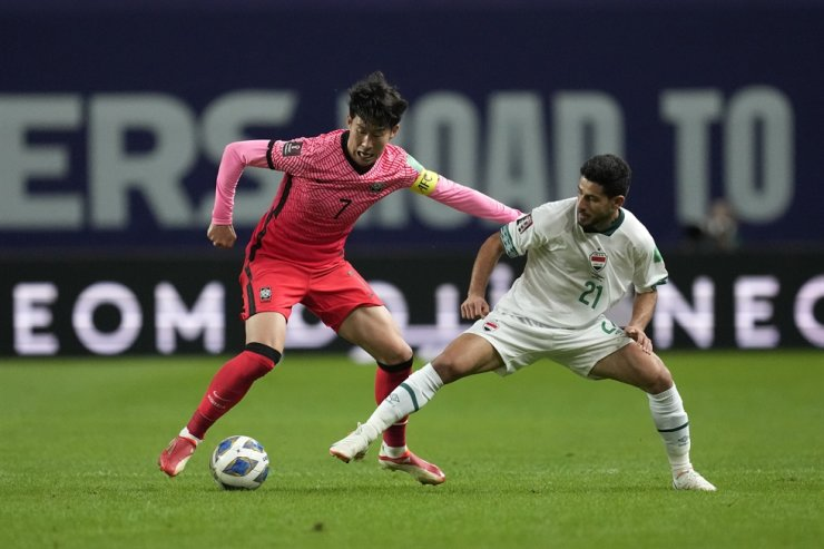 Korea's Son Heung-min fights for the ball against Iraq's Sherko Kareem Gubari during the final round of their Asian zone group A qualifying football match for the FIFA World Cup Qatar 2022 at Seoul World Cup stadium in Seoul, Sept. 2. Son will miss Tottenham Hotspur's continental match this week with a leg injury sustained on recent international duty. AP-Yonhap