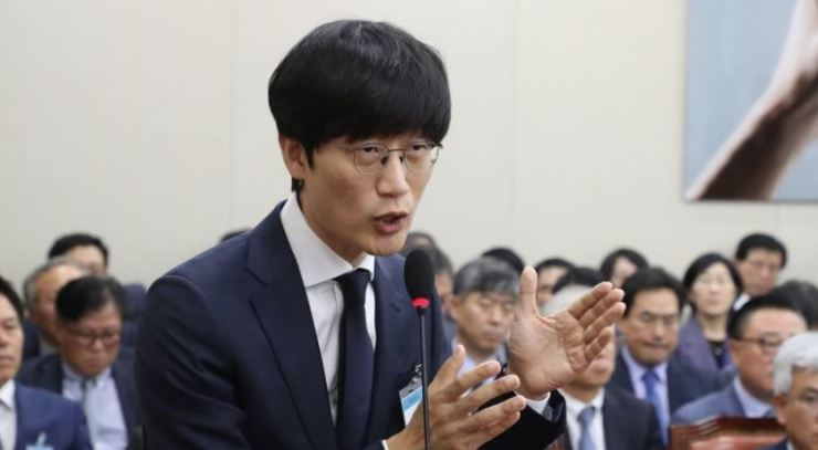 Naver founder Lee Hae-jin answers questions from lawmakers during a National Assembly audit, Oct. 26, 2018. Yonhap