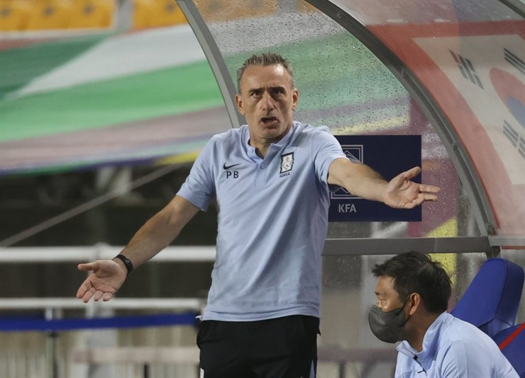 South Korea's national football team head coach Paulo Bento reacts during the World Cup Qualification match against Lebanon at the Suwon World Cup Stadium, Sept. 7. / Yonhap