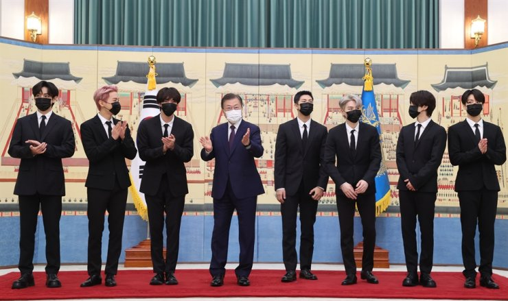 President Moon Jae-in poses with BTS members at Cheong Wa Dae, Tuesday, after awarding certificates of appointment to the K-pop sensation as special presidential envoys for future generations and culture. The group members will begin their activities as special envoys by participating in Moon's trip to New York next week to attend a meeting of the United Nations Sustainable Development Goals Moment of the Decade of Action group. Yonhap