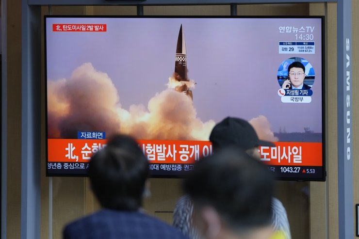 People watch a TV screen showing a news program reporting about North Korea's missiles with file image, in Seoul, Sept. 15. AP-Yonhap