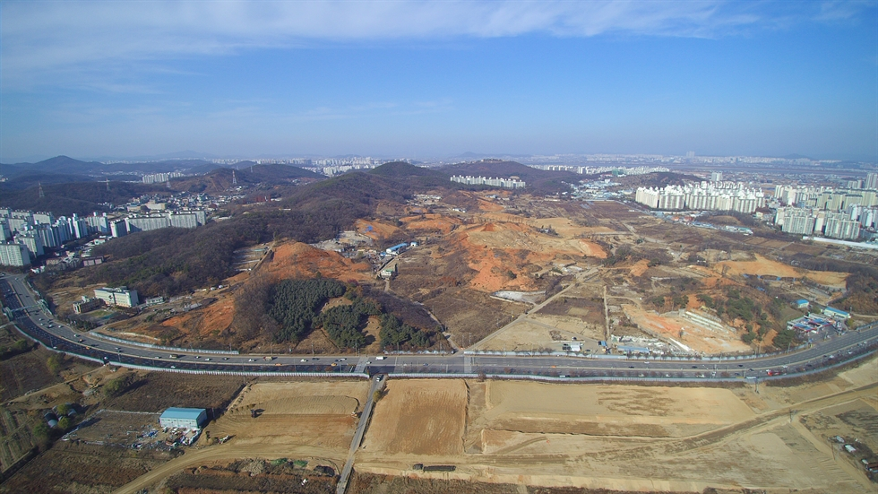 A petition posted on the Cheong Wa Dae website, calling for stopping construction of apartment complexes near a 17th-century royal tomb, has garnered more than 112,000 signatures as of Thursday afternoon. Screenshot from Cheong Wa Dae website