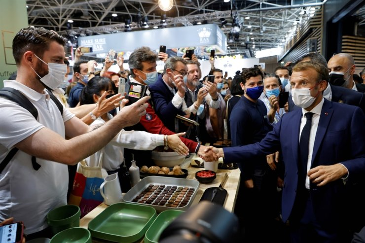 French President Emmanuel Macron meets visitors during his visit to the International Catering, Hotel and Food Trade Fair in Lyon, France, Sept. 27. Reuters-Yonhap