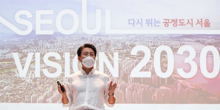 Seoul Mayor Oh Se-hoon speaks during a press conference at City Hall, Wednesday, to announce the city government's Seoul Vision 2030 plan. Yonhap