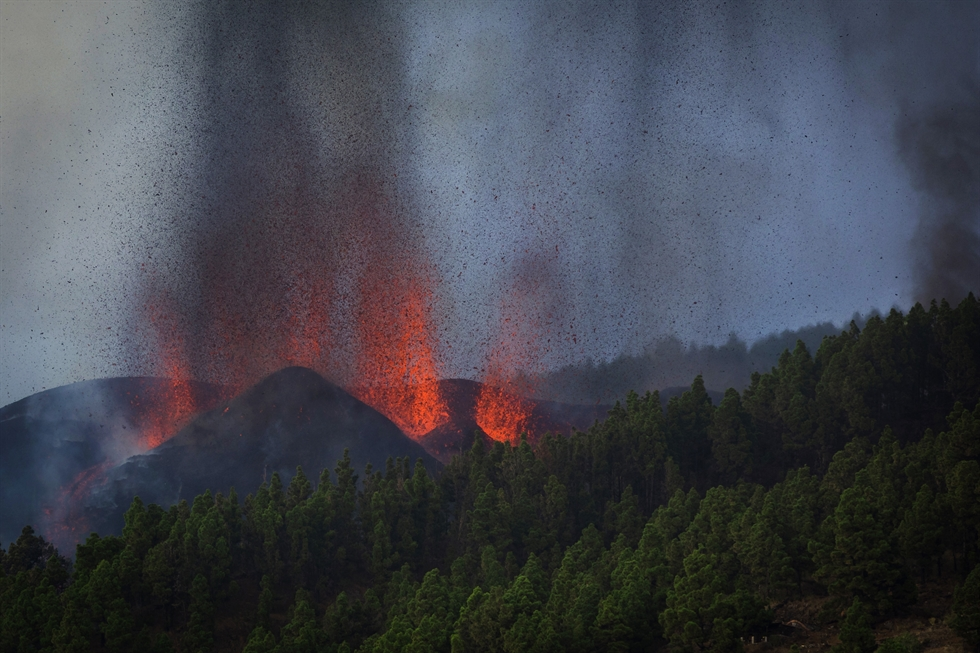 Lava rises following the eruption of a volcano in the Cumbre Vieja national park at El Paso, on the Canary Island of La Palma, Sept. 19. Reuters-Yonhap