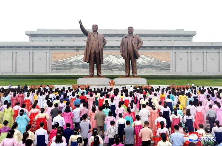 North Koreans pay respect to statues of former North Korea leaders Kim Il-sung and Kim Jong-il in Pyongyang in this Sept. 9, 2019 photo released by North Korea's Korean Central News Agency. Sept. 9 is North Korea's Foundation Day. Yonhap